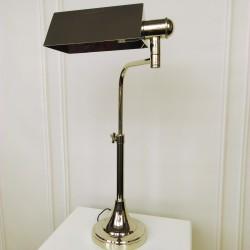 Wysoka niklowana lampa biurkowa