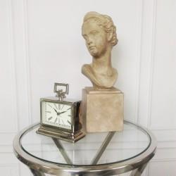 Niklowany zegar stojący na komodę stolik boczny