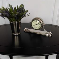 Niklowany zegar stojacy na komodę stoli