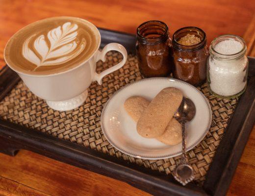 kącik kawowy w salonie