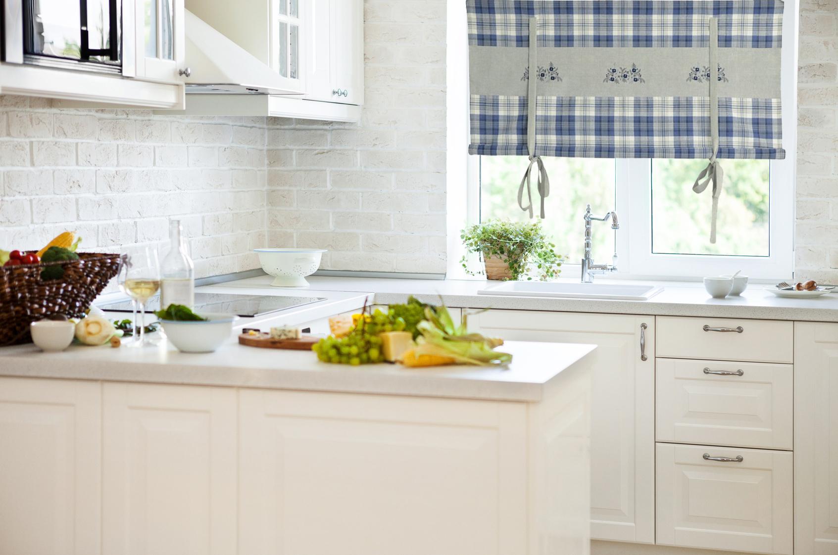 Jaką roletę do białej kuchni