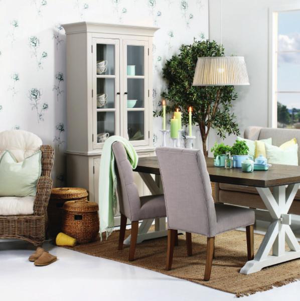 Drewniany stół w stylu skandynawskim.Wyposazenie wnetrz