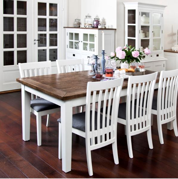 Drewniany skandynawski stół.Wyposażenie wnętrz.