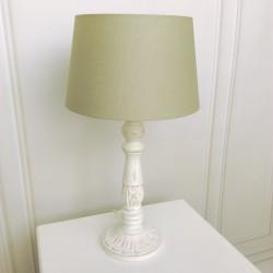 Biała drewniana lampa nocna