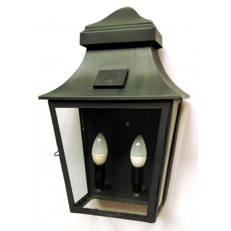 Metalowa czarna latarnia nad wejscie lub klatkę