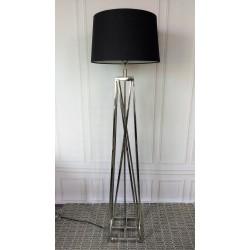 Niklowana lampa podłogowa
