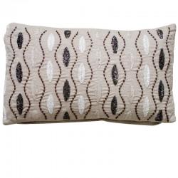 Piękna poduszka z wyszywanymi koralikami 30x50