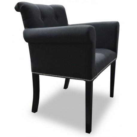 Czarny fotel tapicerowany z oparciami z koładką