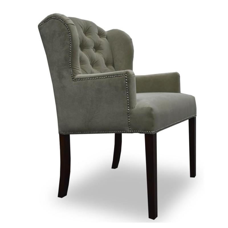 Elegancki fotel z pikowaniem chesterfield, kołatką i taśmą pineskową do salonu/sypialni