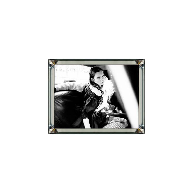 Obraz w ramie z lustra 70x 90 Kate Moss Car