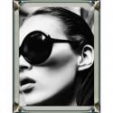 Obraz do sypialni rama lustrzana 70x90 New York Glamour Kate Moss