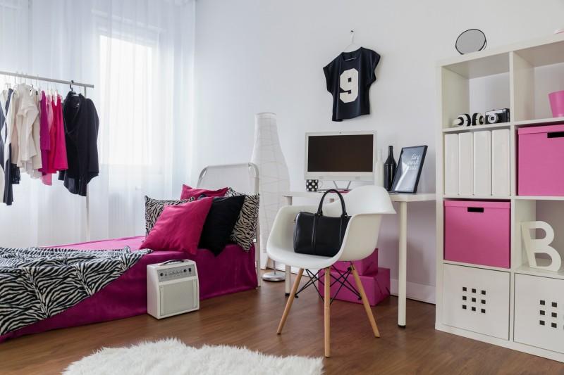 Młodzieżowy pokój w skandynawskim stylu. Biel w pokoju nastolatka